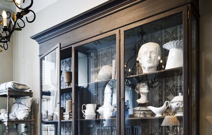 Stort skåp i antikstil - inredning