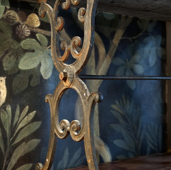 Bistrobord underrede – inredning på Det fransk testamentet, inredningsbutik i Stockholm