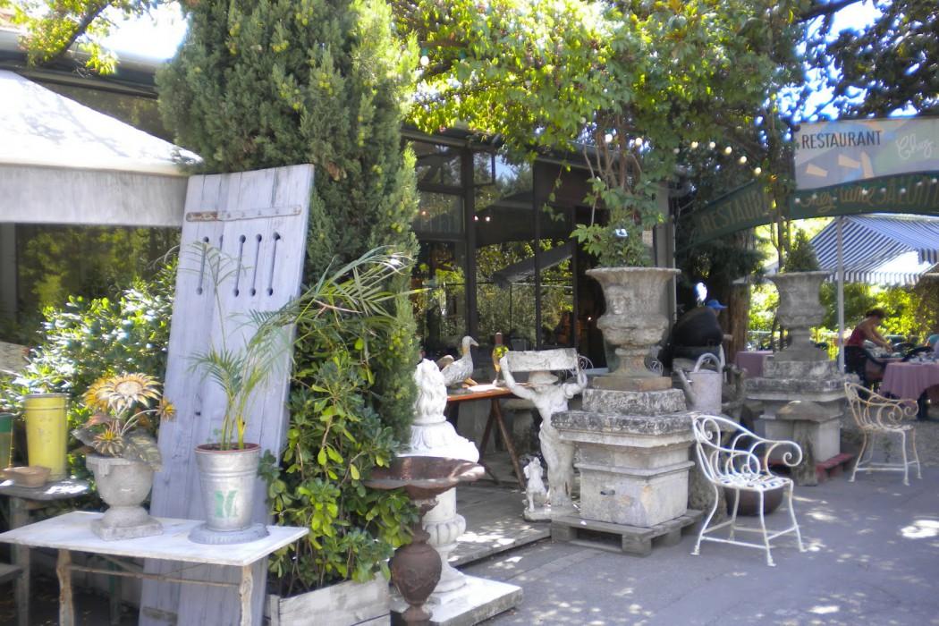 Marknaden i Ile sur la Sorgue, Frankrike - Franska Testamentet, inredningsbutik i Stockholm