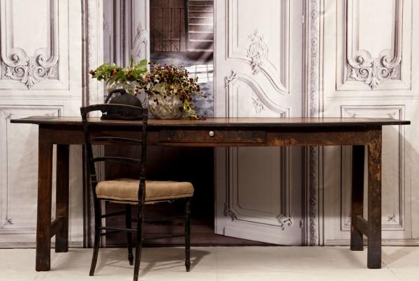 Franskt lantbord med svart board och tvärslå