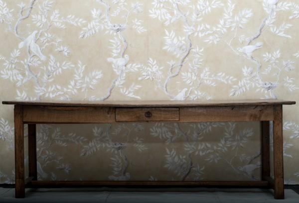 Rustikt bord med låda