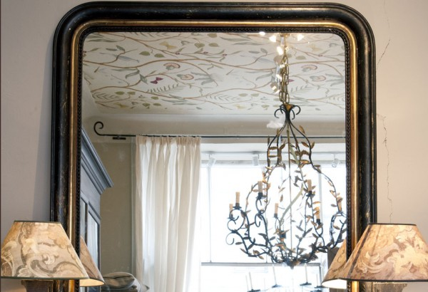 Antik spegel för placering mot vägg - inredning