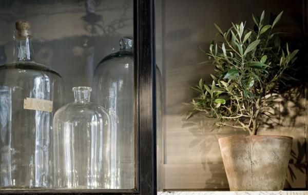 Glasflaskor – inredning på Det Franska Testamentet, inredningsbutik i Stockholm
